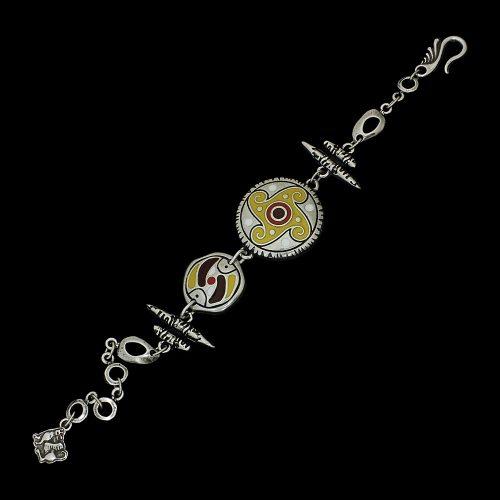 Armband Terteria een uniek sieraad. In combinatie met ketting Terteria en oorbellen Terteria heeft u een vrolijk setje sieraden. Ook leuk om te combineren met sieraden uit onze collectie stepovik| sieradencorner.nl SALE € 9,00