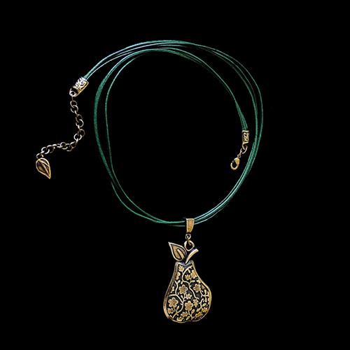 Ketting Grushevi Set een uniek sieraad in de kleur brons. In combinatie met de ketting en armband heeft u een unieke set sieraden SALE € 11.00 | sieradencorner.nl