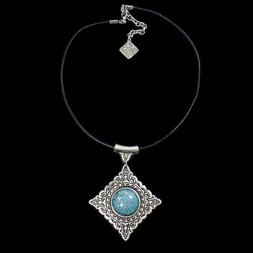 Leren ketting Rozi verzilverde nikkelvrije hanger die fraai bewerkt is met in het midden een blauwe kraal. Op sieradencorner.nl vind je unieke sieraden. Prijs € 15,00