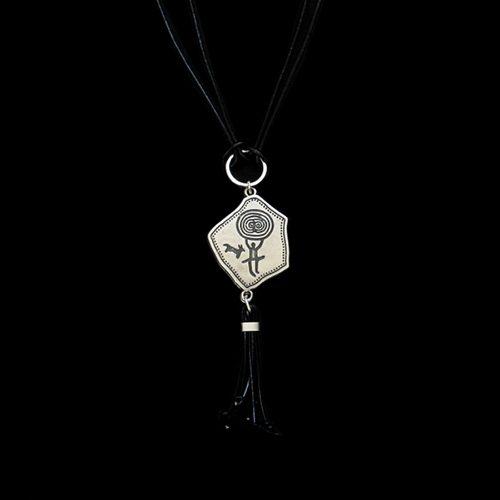 Leren ketting Ohotnisa zilverkleurige nikkelvrije hanger. Exclusieve sieraden voor een betaalbare prijs binnen handbereik bij sieradencorner.nl. SALE € 14,00