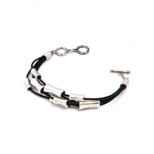 Armband Era Silver een uniek sieraad met zilverkleurige kokertjes. In combinatie met ketting Era Silver heeft u een uniek setje sieraden | sieradencorner.nl Prijs € 16,00