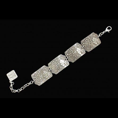 Zilverkleurig nikkelvrije armband Dionis, met fraai bewerkte schakels. Sale van € 6.00. Op sieradencorner.nl vind je klassieke, vintage en trendy sieraden.