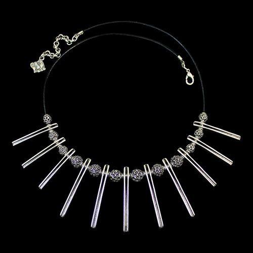 Verzilverde nikkelvrije ketting Neolit. De ketting heeft bedeltjes en staafjes. Exclusieve sieraden van uit de gehele wereld binnen handbereik bij sieradencorner.nl Prijs € 25,00