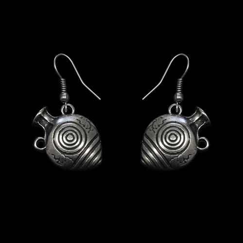 Oorbellen Amfora een uniek sieraad in de vorm van kruikjes. In combinatie met de ketting Amfora heeft u een uniek setje sieraden Exclusieve sieraden met betaalbare prijzen bij sieradencorner.nl.