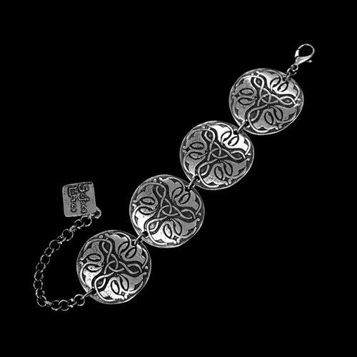 Verzilverde nikkelvrije schakelarmband Faus met uniek bewerkte schakels. Op sieradencorner.nl vind je klassieke en trendy sieraden betaalbare prijzen Sale € 8,00