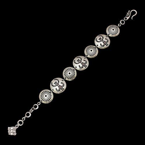 Armband Dobrovoda een uniek sieraad met afbeelding geluksaapje. In combinatie met oorbellen Dobrovoda en ketting Dobrovoda heeft u een uniek setje sieraden | sieradencorner.nl
