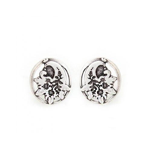 Oorbellen Juravka een uniek sieraad voor je oren. In combinatie met armband Juravka heeft u een uniek setje sieraden Prijs € 8,00 Op sieradencorner.nl vind je klassieke,vintage en trendy sieraden.