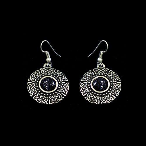Klassieke zilverkleurig nikkelvrije oorbellen Oranta Silver met in het midden een kraal. Prijs € 8,00 Op sieradencorner vind je klassieke, vintage en trendy sieraden.