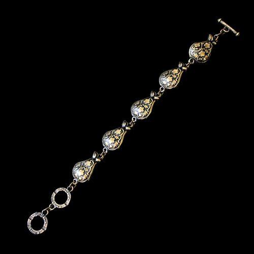 Armband Grushevi een uniek sieraad in de kleur brons. In combinatie met de oorbellen en ketting heeft u een uniek setje sieraden . Prijs € 10.00 | sieradencorner.nl