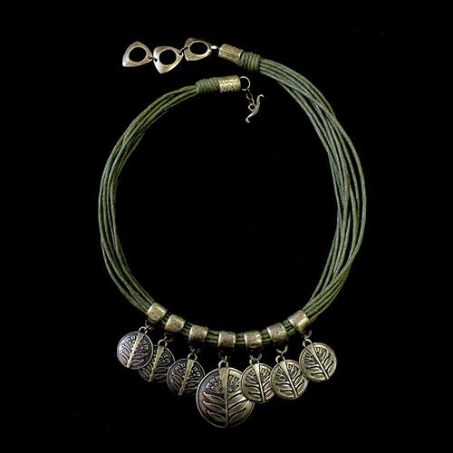 Ketting Zagrava Green met verzilverde nikkelvrije hangers. Prijs € 19,00 Deze modieuze ketting uit de serie Zagrava is in combinatie met oorbellen en armband een uniek setje.