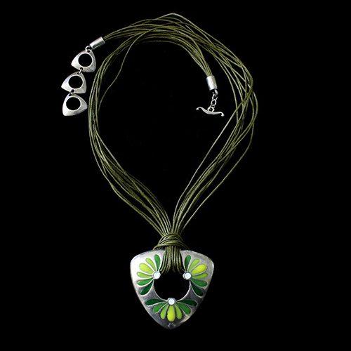 Ketting Mayorez Green een uniek sieraad. In combinatie met de oorbellen Mayorez Green heeft u een uniek setje sieraden. Exclusieve sieraden bij sieradencorner.nl Verkoopprijs € 19,00