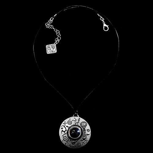 Ketting Ochag Black een uniek sieraad. In combinatie met Ochag Kob heeft u een uniek setje sieraden. Exclusieve sieraden met betaalbare prijzen bij sieradencorner.nl Prijs € 15,00