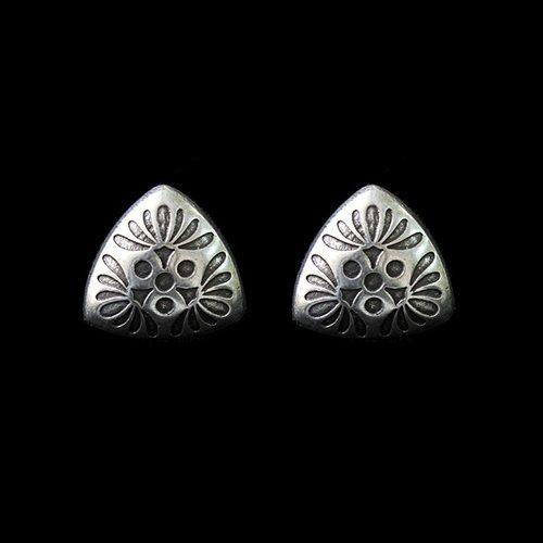Verzilverde nikkelvrije oorbellen Mayorez Silver met uniek bloemblad motief. Op sieradencorner.nl vind je klassieke, vintage en trendy sieraden. Prijs € 9,00