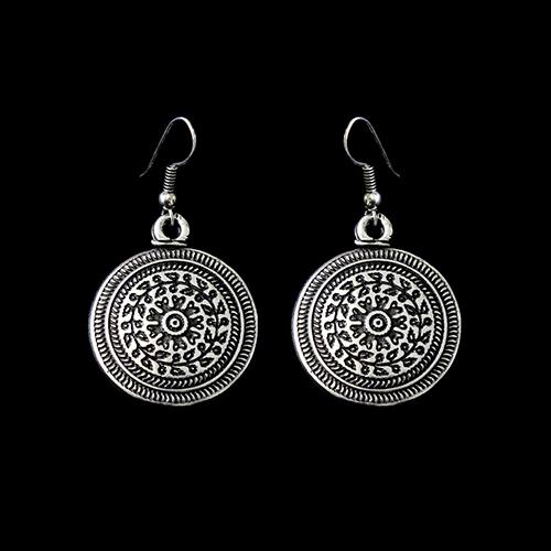 Zilverkleurig nikkelvrije oorbellen Peistra Deze oorbellen zijn ook verkrijgbaar in knopjes. Op sieradencorner.nl vind je unieke betaalbare sieraden. Prijs € 7,00
