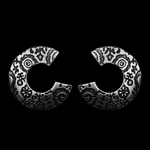 Verzilverde nikkelvrije oorbellen Petriko, die sierlijk bewerkt zijn. Op sieradencorner.nl vind je klassieke en trendy sieraden tegen betaalbare prijzen. Prijs € 7,00