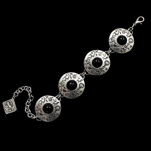 Armband Ochag Kob een uniek sieraad. In combinatie met ketting Ochag Black heeft u een uniek setje sieraden. Exclusieve sieraden bij sieradencorner.nl Prijs € 10,00