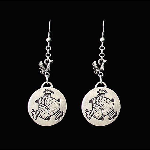 Zilverkleurig nikkelvrije oorbellen Akva Vita met een uniek design design hangers. Prijs € 6,00. Op sieradencorner.nl vind je klassieke,vintage en trendy sieraden