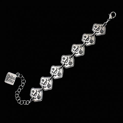 Armband Ohotnisa een uniek sieraad. In combinatie met ketting Ohotnisa en oorbellen Ohotnisa heeft u een uniek setje sieraden. Exclusieve sieraden bij sieradencorner.nl Prijs € 8,00 .