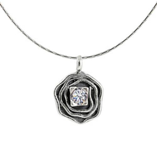 Sterling zilveren ketting Zirconia zum de hanger de hanger is ingelegd met Zirkonia steentjes. Prijs € 25,00 Op sieradencorner vind je betaalbare exclusieve sieraden