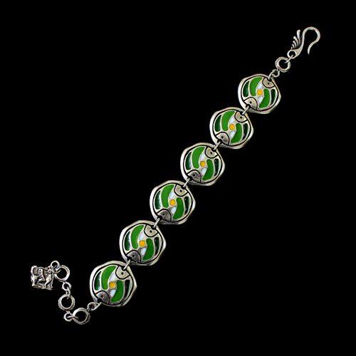 Armband Stepovik Green een uniek sieraad. Vrolijke schakelarmband met de kleuren groen, geel en zilver. In combinatie met ketting Stepovik groen heeft u een uniek setje sieraden€ 13,00