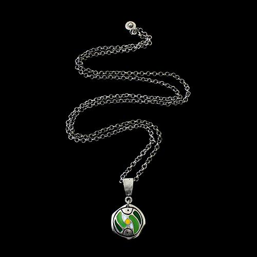 Ketting Stepovik Green een uniek sieraad. In combinatie met armband Stepovik Green heeft u een vrolijk setje sieraden met de kleuren groen, geel, wit en zilver Prijs € 11,00