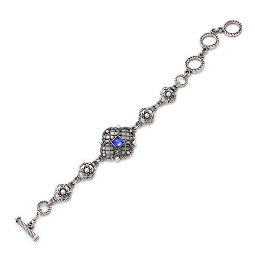 Armband Rosa verzilverd nikkelvrije armband. Prijs € 11,00 Dit stijlvolle sieraad heeft een klassieke uitstraling en een blauw kraaltje. Unieke sieraden bij sieradencorner.nl