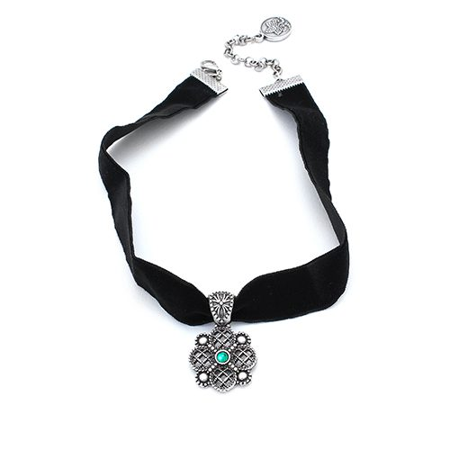 Neckles-vizant of black ribbon with silver plated medallion Price € 12,00. On Sieradencorner.nl you will find classic, vintage and trendy jewelry from all over the world at affordable prices.