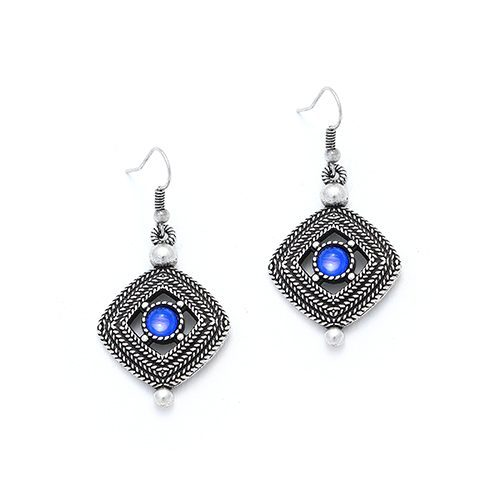 Zilverkleurige nikkelvrije oorbellen Aksios Prijs € 9,00 Stijlvolle oorbellen met een klassieke uitstraling. Op sieradencorner.nl vind je sieraden met betaalbare prijzen.
