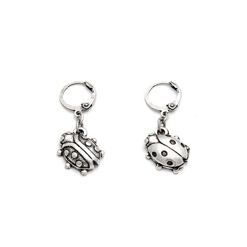 Silver-plated nickel-free earrings Korovki. Price € 7,00 Silver-plated nickel-free earrings Korovki. These unique earrings are in the shape of ladybugs. You can find exclusive jewelry at sieradencorner.nl.